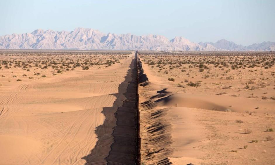 Uma parte da fronteira entre o México e os Estados Unidos em San Luis Rio Colorado, no estado de Sonora, ao noroeste do México. Foto: GUILLERMO ARIAS / AFP