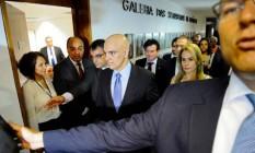Alexandre de Moraes, acompanhado da mulher, chega à sala de comissões para sabatina. Foto: Marcos Oliveira / Agência Senado