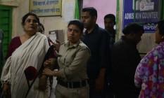 Oficiais prendem Chandana Chakraborty por suspeita de participação em esquema de venda de crianças Foto: DIPTENDU DUTTA / AFP