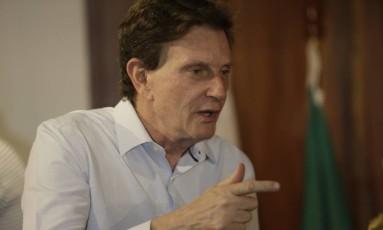 Crivella cogita a possibilidade de criar uma companhia municipal de água e esgoto Foto: Gabriel de Paiva / Agência O Globo