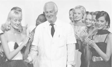 """""""Você deve saber a hora de parar. É sabedoria"""", disse ele à revista """"People"""" em 1995, quando mostrou sua última coleção. Em seu lugar, foi colocado o jovem John Galliano, um exímio aluno da Central Saint Martin, de Londres, que comandou a marca até 1996. Na sequência, Alexander McQueen (1996 a 2001), Julien Macdonald (de 2001 a 2005) e Riccardo Tisci (de 2005 até 2017) passaram pela casa, que até hoje se mantém como uma das mais importantes da moda francesa Foto: AP"""
