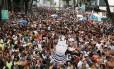 """O """"Pixuleco"""" se destacou no meio da multidão do Bola Preta, que tomou as ruas do Centro do Rio, em 2016 Foto: Pablo Jacob / Agência O Globo"""