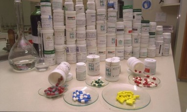 Medicamentos 'desaparecem' de centros de saúde, levados pelos próprios funcionários Foto: Camilla Maia