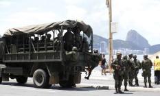 Militares do Corpo de Fuzileiros Navais fazem patrulhamento na Zona Sul Foto: Pablo Jacob / Agência O Globo