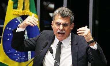 O presidente do PMDB e líder do governo no Congresso, Romero Jucá (PMDB-RR), durante seu discurso no Senado Foto: Ailton de Freitas / Agência O Globo