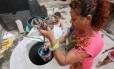 Seca. Neuza nunca teve água na torneira de casa Foto: Fabiano Rocha / Fabiano Rocha