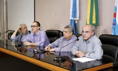 Autoridades. Eurico Miranda, Pedro Abad, Rubens Lopes e Eduardo Bandeira de Mello na Fferj: Foto: Úrsula Nery/Agência FERJ / Agência O Globo