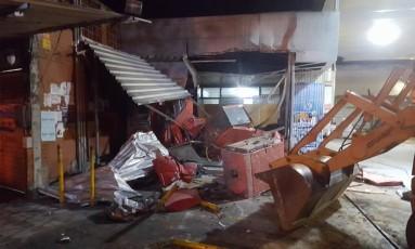 A frente da loja ficou destruída Foto: Glauco Garcia de Freitas / Foto do leitor