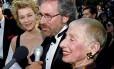 Spielberg dá entrevista ao lado de sua mãe, Leah Adler Foto: RED PROUSER / REUTERS