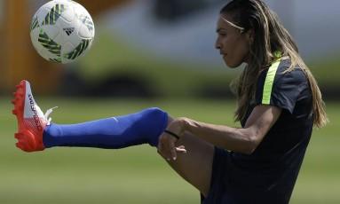 Marta em treino da seleção durante os Jogos do Rio Foto: Leo Correa / AP