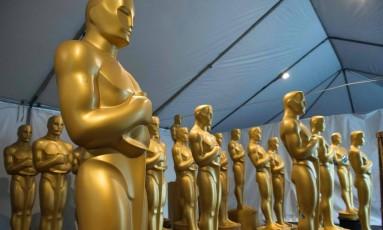 Estátuas do Oscar sendo pintadas para a cerimônia do próximo dia 25 de fevereiro Foto: VALERIE MACON / AFP