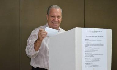 Luís Antônio Torelli vota na eleição para a Câmara Brasileira do Livro Foto: Divulgação