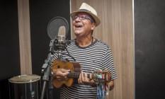 Marquinho Lessa durante ensaio, em estúdio de Pilares Foto: Analice Paron / Agência O Globo