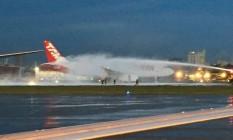 Avião da Latam pegou fogo na pista do aeroporto de Congonhas Foto: Reprodução