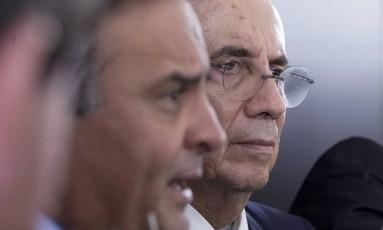 O Senador Aécio Neves (PSDB-MG) e o ministro da Fazenda, Henrique Meirelles Foto: Jorge William / Agência O Globo