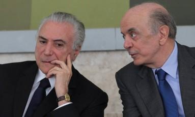 O presidente Michel Temer e o ministro das Relações Exteriores, José Serra Foto: Ailton de Freitas / Agência O Globo/14-12-2016