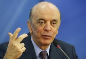 O ministro das Relações Exteriores, José Serra, durante entrevista Foto: Jorge William / O Globo