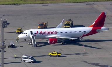 Aeronave da Avianca após fazer pouso de emergência no Aeroporto de Guarulhos Foto: Reprodução/TV Globo