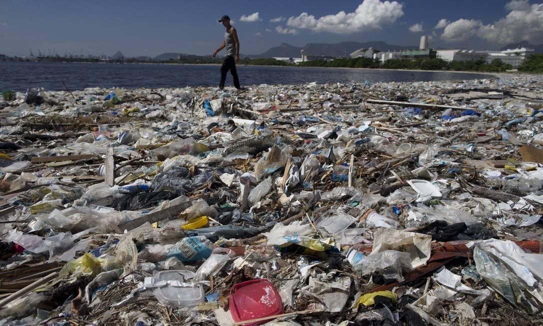Antônio Deucleciano da Silva comentava que, quando era pequeno, frequentava a praia, que era linda Foto: Márcia Foletto / Agência O Globo