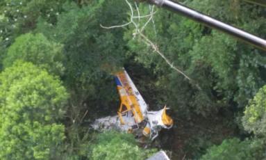 Aeronave caiu em região de difícil acesso em Garuva, no norte de SC Foto: 2ª Companhia de Aviação da Polícia Militar/Divulgação