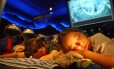 Crianças dormem no Planetário do Rio Foto: Marcelo Carnaval / Agência O Globo