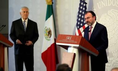 Chanceler Videgaray faz comunicado junto a Tillerson Foto: CARLOS BARRIA / REUTERS