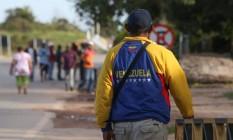 Crise na Venezuela traz caos a cidade brasileira na divisa com a Venezuela. Na foto comerciantes e população venezuelana, sem alimento, vem na cidade de Pacaraima. Foto: Marcos Alves / Agência O Globo