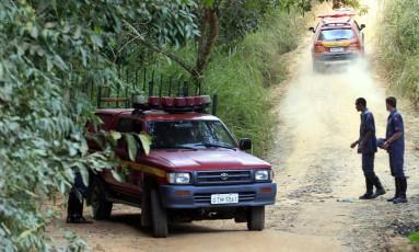 Bombeiros realizaram buscas pelo corpo de Eliza Samudio no sítio do ex-policial Macos Aparecido ( vulgo Bola ), em Esmeiraldas Foto: Marcelo Theobald 0o9/07/2010 / Agência O Globo