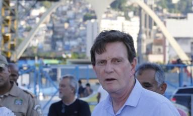 Crivella em visita ao Sambódromo Foto: Domingos Peixoto / Agência O Globo