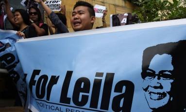 Manifestantes fazem protesto contra prisão de Leila de Lima Foto: TED ALJIBE / AFP