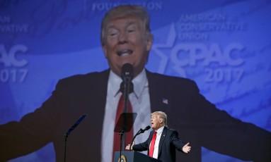 Trump discursa durante encontro anual de conservadores em Oxon Hill, Maryland Foto: KEVIN LAMARQUE / REUTERS