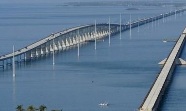 Estrada. O belo trajeto entre Miami e Key West. Foto: Andy Newman / Andy Newman/Florida Keys News Bureau/Divulgação