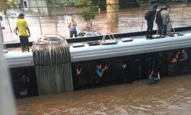 Alagamento causado por temporal em São Paulo Foto: Reprodução/Twitter