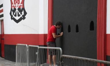 Venda antecipada para Flamengo x Vasco teve pouco movimento no Rio e também em Volta Redonda Foto: Custódio Coimbra / Agência O Globo