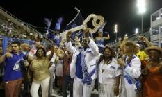 Nilcemar Nogueira, secretária de Cultura, entrega a Chave da Cidade ao Rei Momo Foto: Domingos Peixoto / Domingos Peixoto
