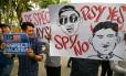 Atrito diplomático. Manifestantes malaios protestam diante da Embaixada da Coreia do Norte em Kuala Lumpur contra o assassinato de Kim Jong-nam Foto: ATHIT PERAWONGMETHA / REUTERS