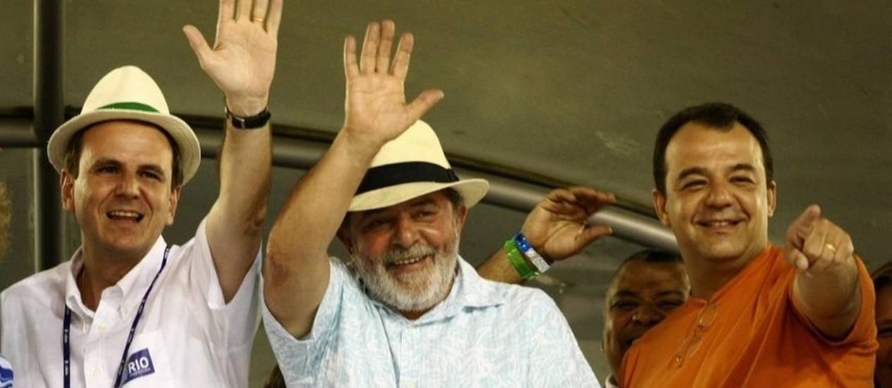 Eduardo Paes, Lula e Cabral no Sambódromo em 2009 Foto: Leo Aversa/22-2-2009