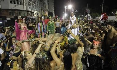 tidão acompanhou o Amigos da Onça pelas ruas do centro da cidade Foto: Pedro Teixeira / Agência O Globo