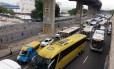 Trânsito apresenta retenções próximo à Rodoviária Novo Rio Foto: Custódio Coimbra/Agência O GLOBO