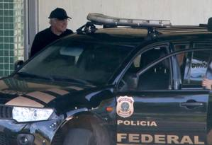 O lobista Jorge Luz deixa o IML após ser preso pela PF ao desermbarcar no Brasil Foto: Ailton de Freitas / O Globo
