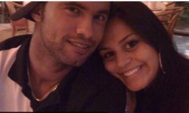 O ex-goleiro Bruno com a mulher Ingrid Calheiros, em foto antiga Foto: Reprodução / Reprodução
