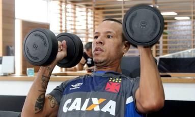 Nada de folia: Luis Fabiano fez musculação em São Januário no primeiro dia do carnaval Foto: Vasco.com.br / Paulo Fernandes