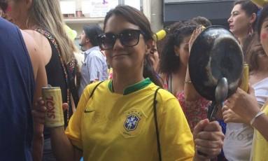 Foliã fantasiada de manifestante, em São Paulo Foto: Ana Paula Ribeiro / Agência O Globo