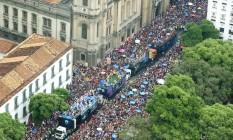 Cordão da Bola Preta arrasta uma multidão na Rua Primeiro de Março, no Centro Foto: Fernando Maia/ Riotur