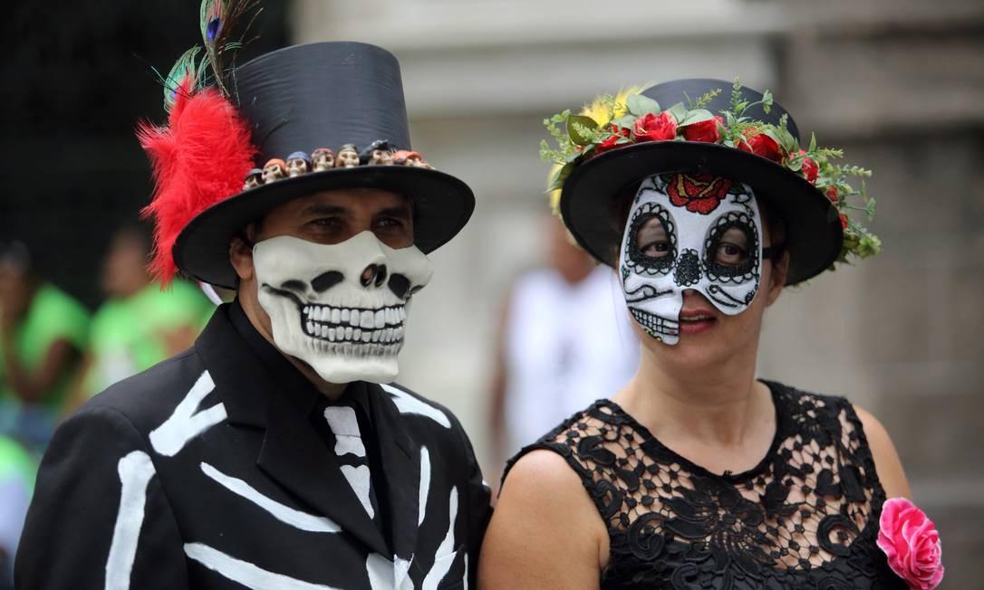 Internacional que só ele, o Bola Preta também teve fantasias ao estilo 'Dia de los Muertos', tradição mexicana Foto: Guilherme Pinto / Agência O Globo