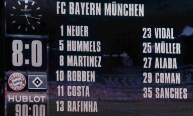 O placar da Allianz Arena, em Munique, mostra o tamanho da humilhação do Hamburgo: Bayern não tomou conhecimento e fez 8 a 0 Foto: MICHAELA REHLE / REUTERS