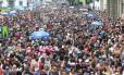 Tradicional desfile do Cordão da Bola Preta atraiu foliões ao Centro do Rio Foto: Guilherme Pinto / Agência O Globo