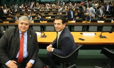 Deputado Federal Carlos Marun (PMDB-MS), presidente da comissão especial de Previdência e o relator, deputado Arthur Maia (PPS-BA) Foto: Ailton de Freitas / Agência O Globo