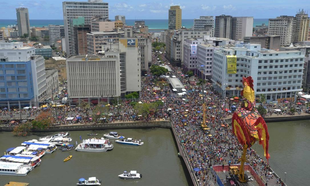 A passagem do Galo da madrugada em Recife Foto: Leo Caldas / AFP