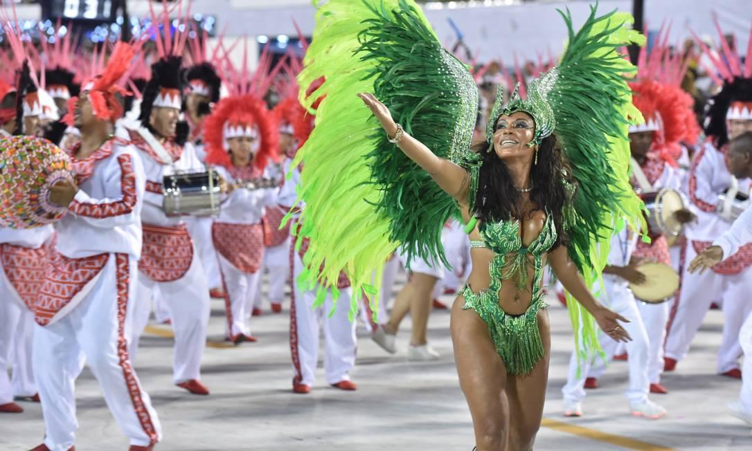 Vestida de verde, a musa da Alegria da Zona Sul encanta o público da Sapucaí Diego Mendes / Agência O Globo